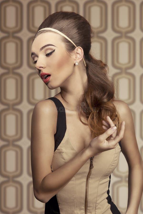 Mujer de Beautifil con estilo fotografía de archivo libre de regalías
