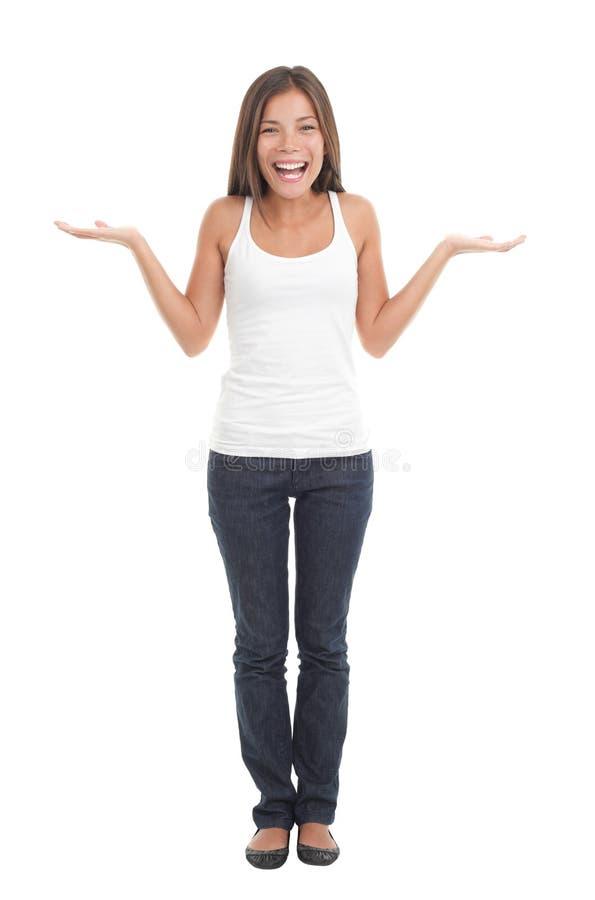 Mujer de encogimiento feliz fotografía de archivo libre de regalías