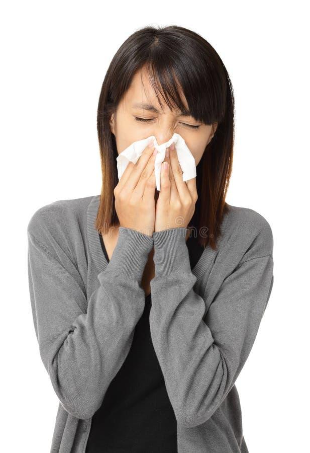 Mujer de estornudo imagen de archivo libre de regalías