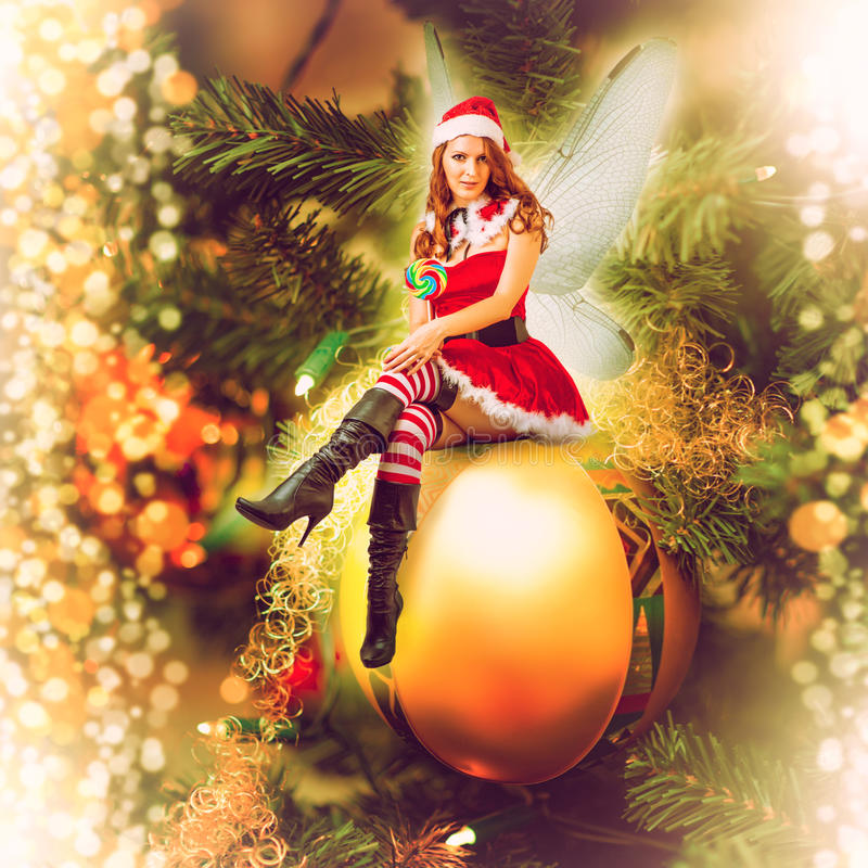 Mujer de hadas de la Navidad en una bola decorativa imagenes de archivo