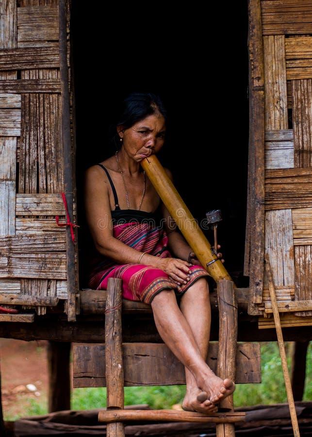 Mujer de Katu fotos de archivo