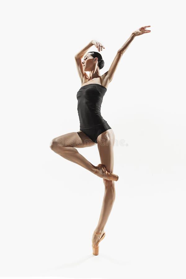 Mujer de la aptitud de los aeróbicos que ejercita en cuerpo completo fotografía de archivo
