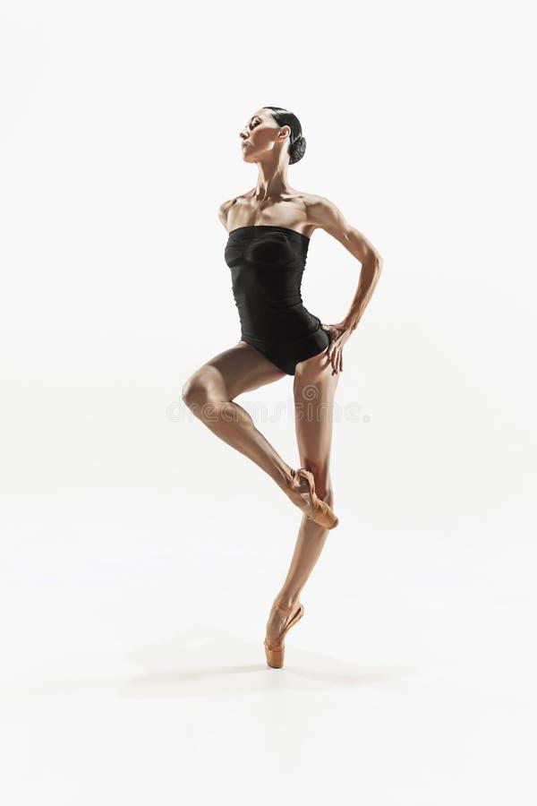 Mujer de la aptitud de los aeróbicos que ejercita en cuerpo completo imágenes de archivo libres de regalías