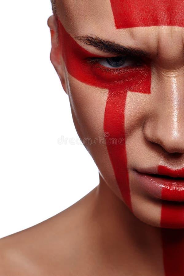 Mujer de la belleza con maquillaje rojo futurista tribal foto de archivo libre de regalías