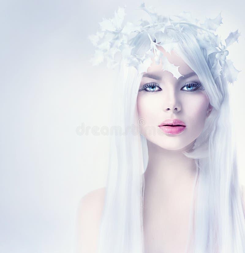 Mujer de la belleza del invierno con el pelo blanco largo imagenes de archivo