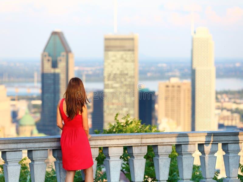 Mujer de la ciudad de Montreal imagen de archivo