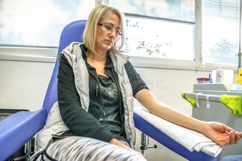 Mujer de la colección de la sangre fotos de archivo libres de regalías