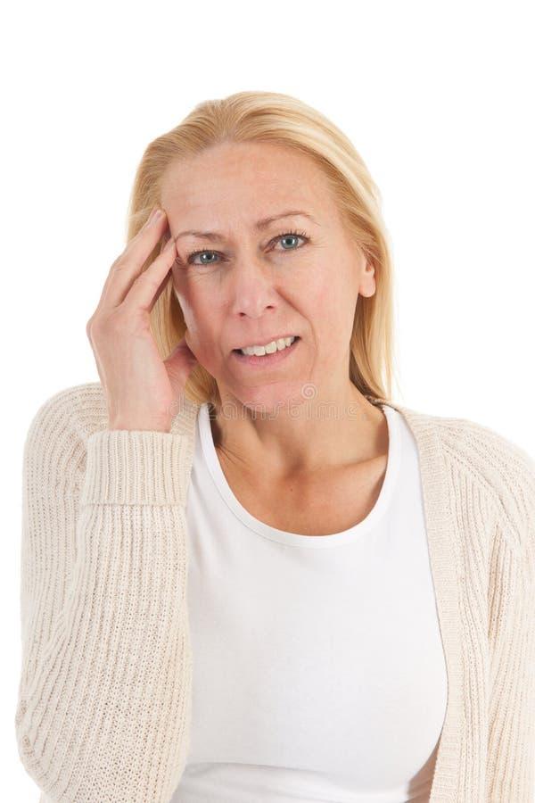 Mujer de la edad madura con dolor de cabeza fotografía de archivo
