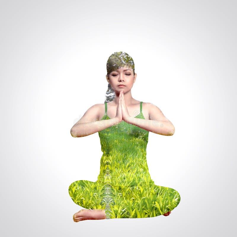 Mujer de la exposición doble que hace yoga stock de ilustración