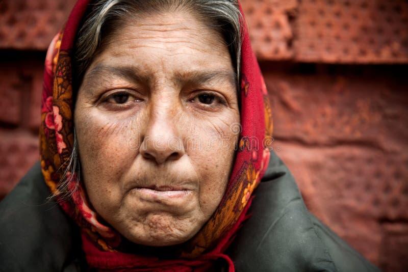 Mujer de la falta de vivienda fotos de archivo