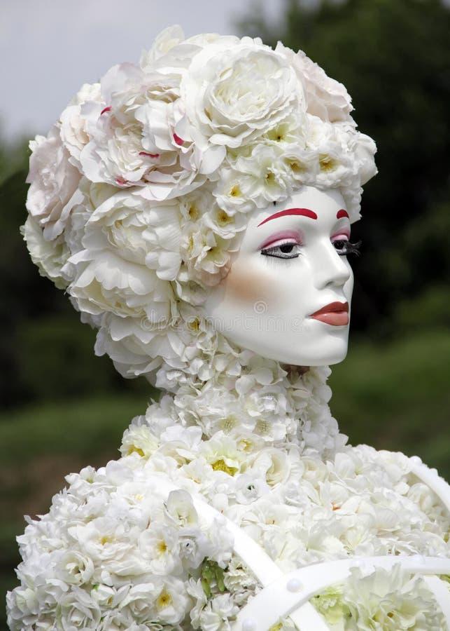 Mujer de la flor Flores blancas fotografía de archivo libre de regalías