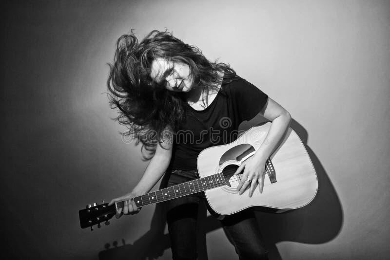 Mujer de la guitarra foto de archivo