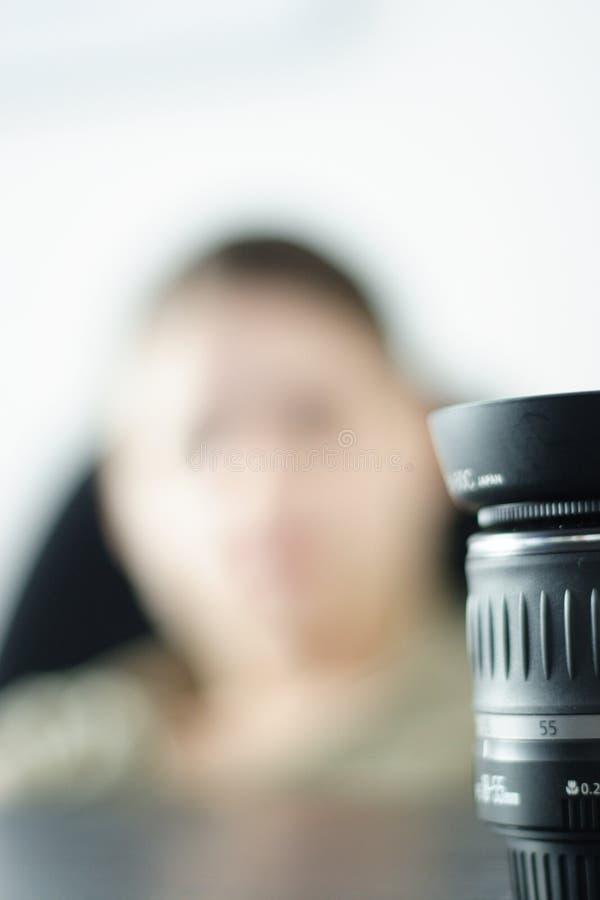 Download Mujer de la lente imagen de archivo. Imagen de lente, estudio - 1293211