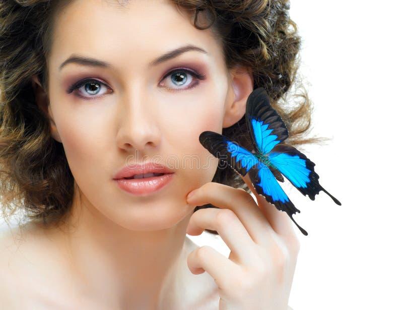 Mujer de la mariposa imagenes de archivo