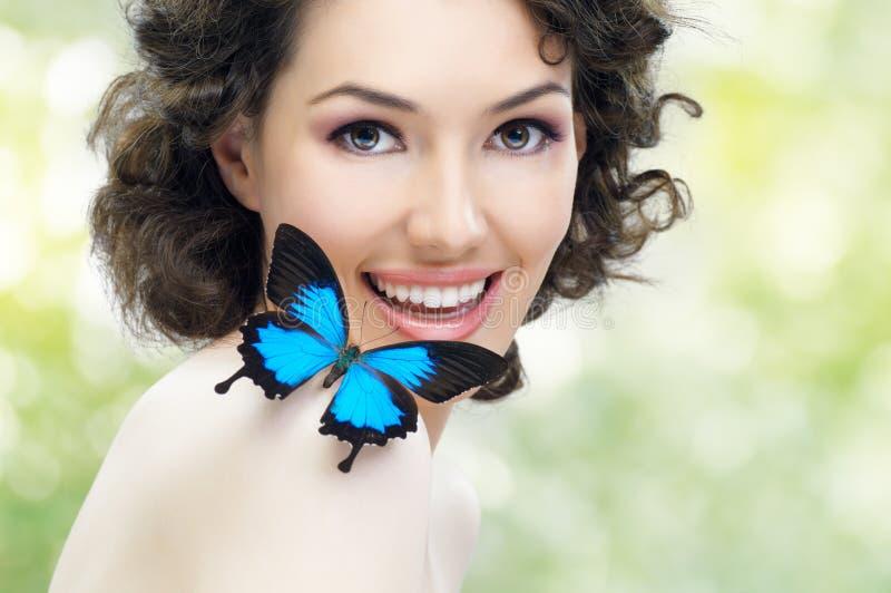 Mujer de la mariposa fotografía de archivo libre de regalías