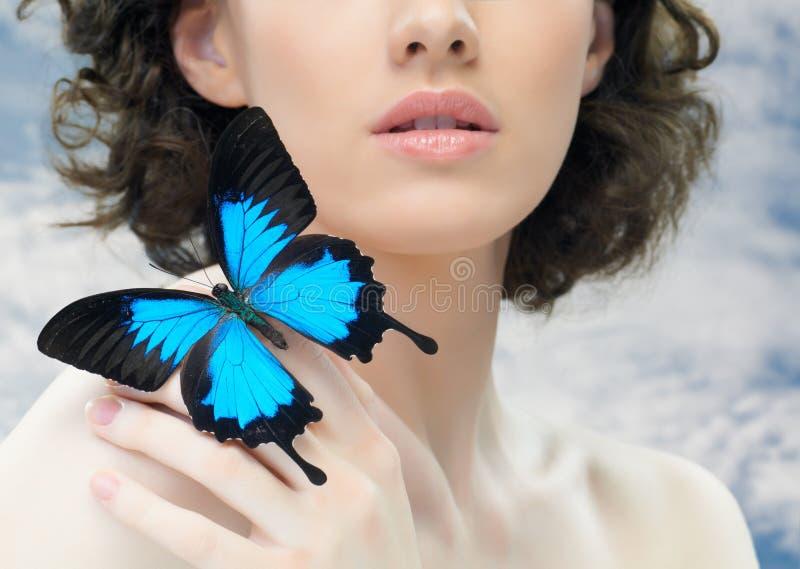 Mujer de la mariposa foto de archivo