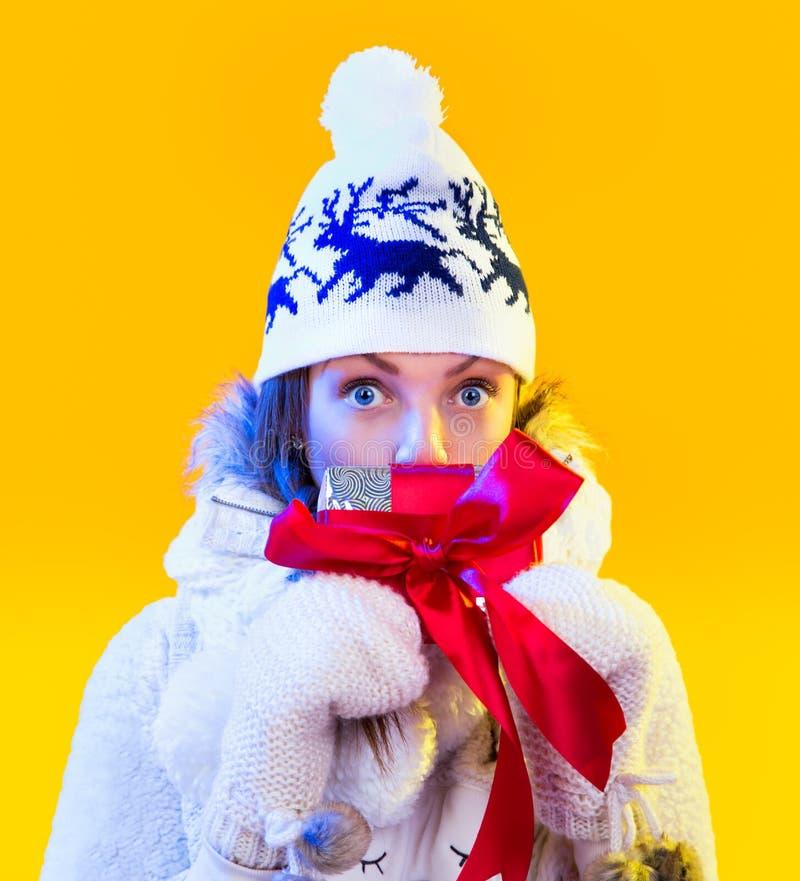 Mujer de la Navidad. Año Nuevo y la Navidad hermosos fotos de archivo libres de regalías