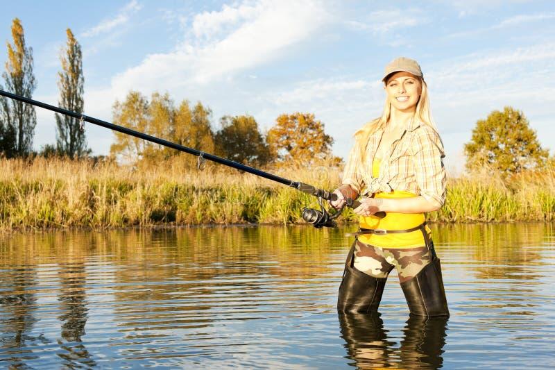 Mujer de la pesca fotografía de archivo