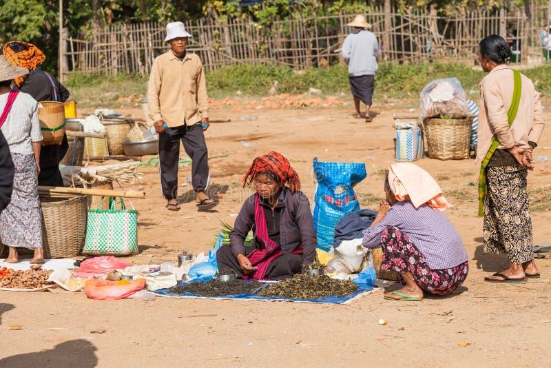 Mujer de la tribu de la colina de Inle Lke en Myanmar imagenes de archivo