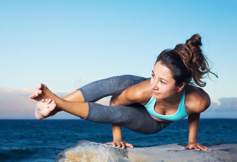 Mujer de la yoga foto de archivo libre de regalías