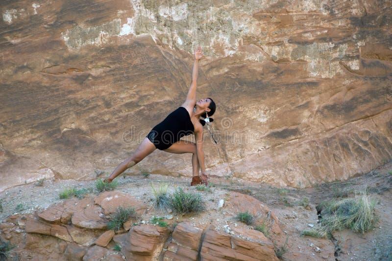 Mujer de la yoga del nativo americano foto de archivo libre de regalías