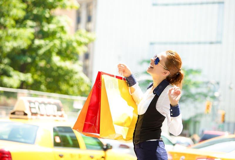 Mujer de las compras en Manhattan NYC foto de archivo libre de regalías