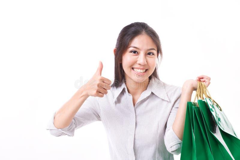 Mujer de las compras que muestra el pulgar encima del gesto fotos de archivo libres de regalías