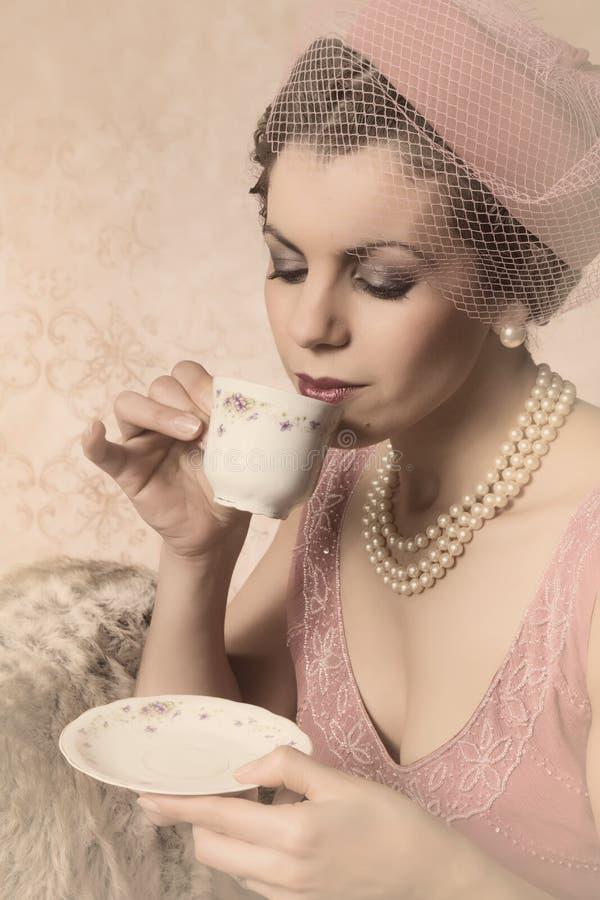 Mujer de los años 20 del vintage foto de archivo