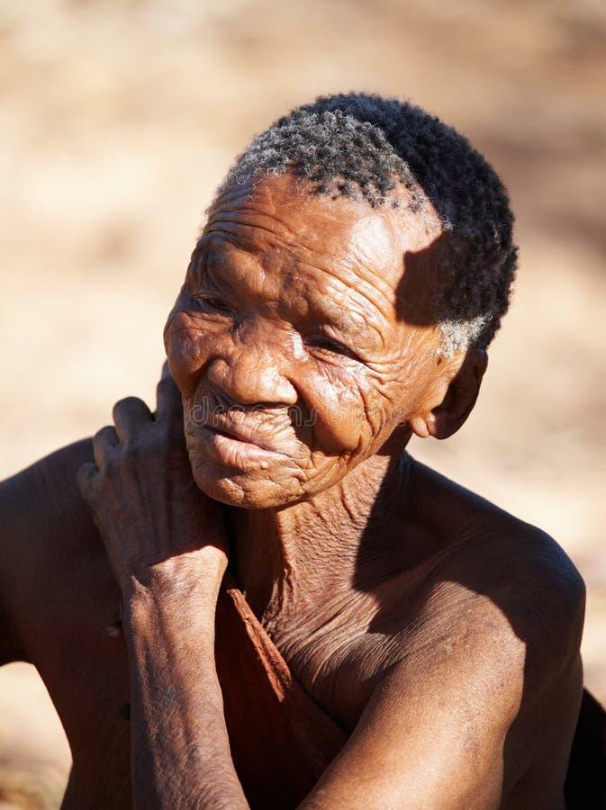 Mujer de los ancianos del bosquimano fotografía de archivo