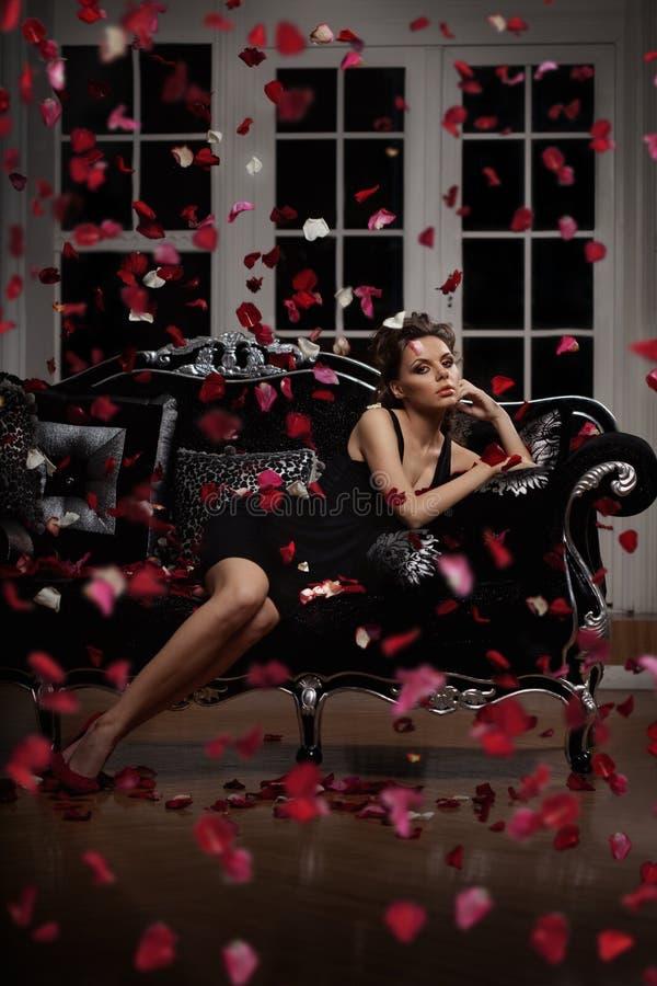 Mujer de lujo de la manera imágenes de archivo libres de regalías