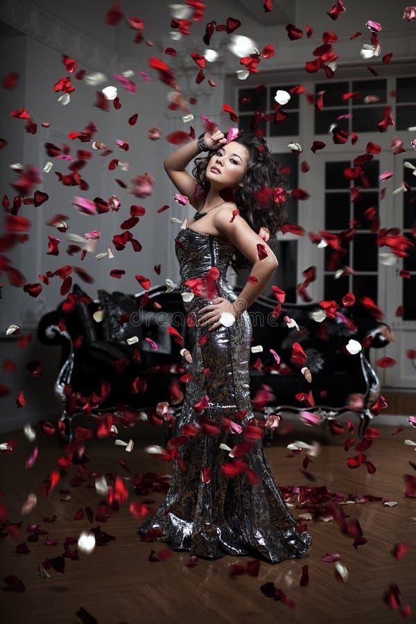 Mujer de lujo de la manera fotografía de archivo libre de regalías