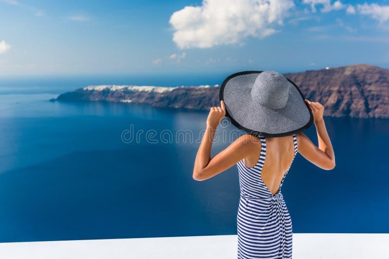 Mujer de lujo del destino del viaje de Europa Santorini fotografía de archivo libre de regalías