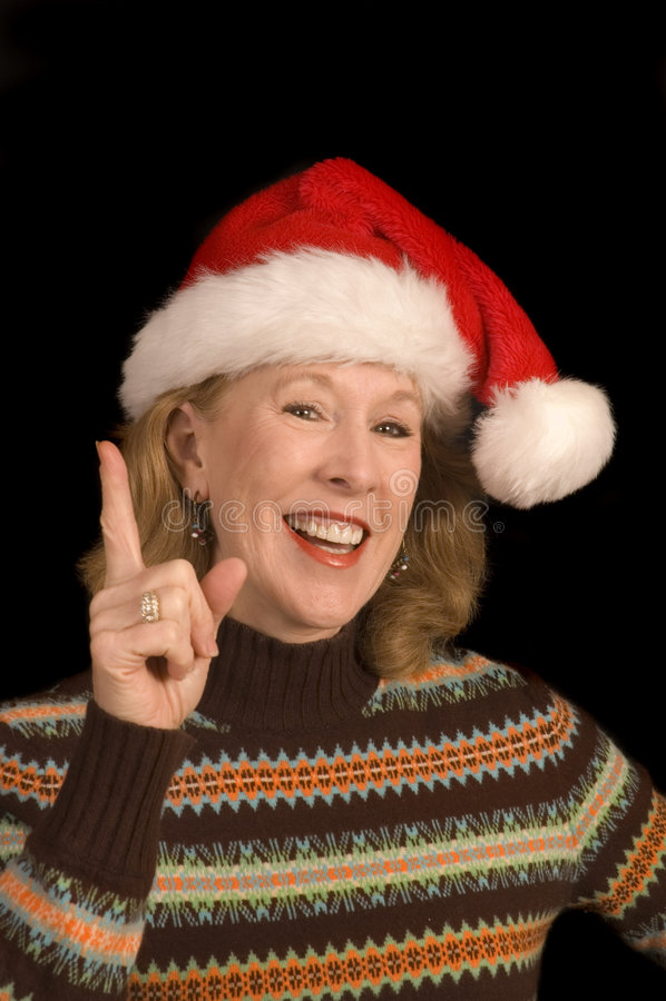 Mujer de mediana edad atractiva en el sombrero de Santa fotos de archivo libres de regalías