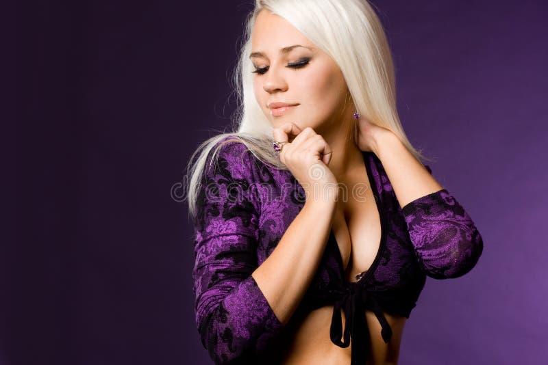 Mujer de moda atractiva fotos de archivo libres de regalías