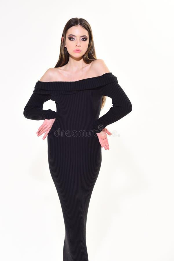 Mujer de moda con el pelo elegante y el maquillaje de moda mire y forme el concepto Muchacha con la cara bonita aislada en blanco imagen de archivo libre de regalías
