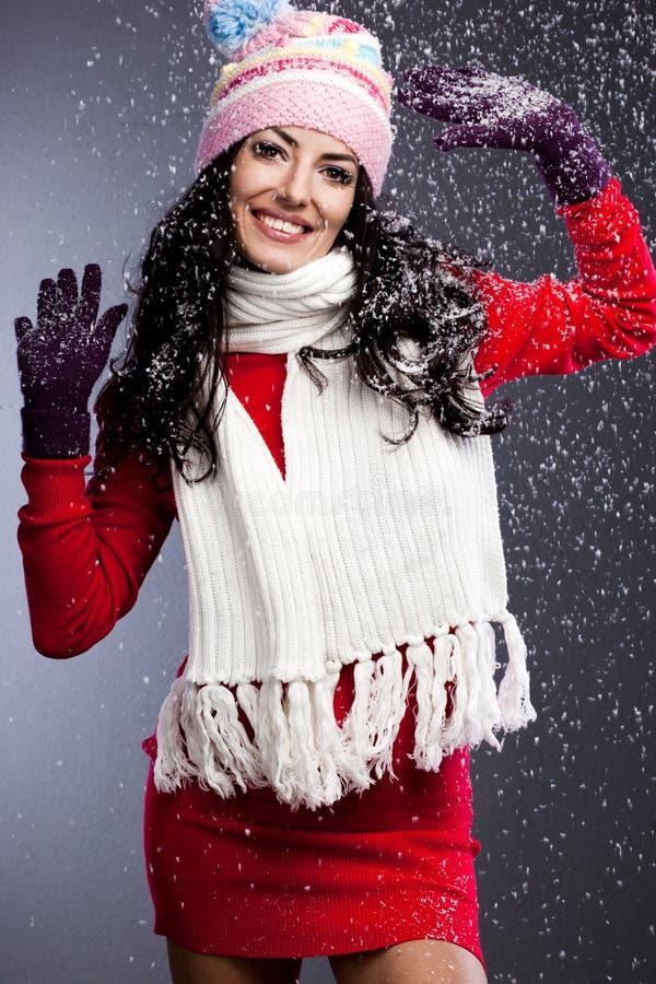 Mujer de moda con nieve imagenes de archivo
