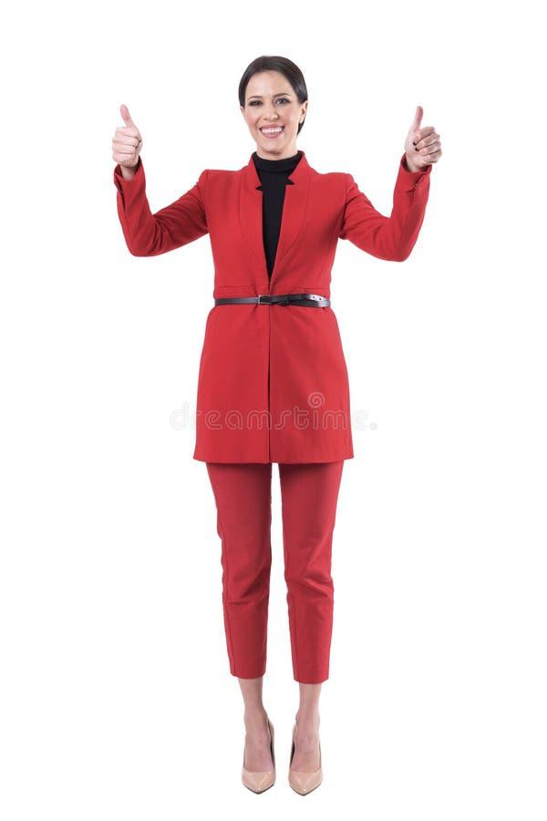 Mujer de negocios acertada feliz que mira la cámara que muestra los pulgares para arriba con las manos aumentadas foto de archivo libre de regalías