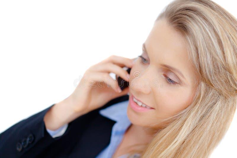 Mujer de negocios acertada que habla en el teléfono imagenes de archivo