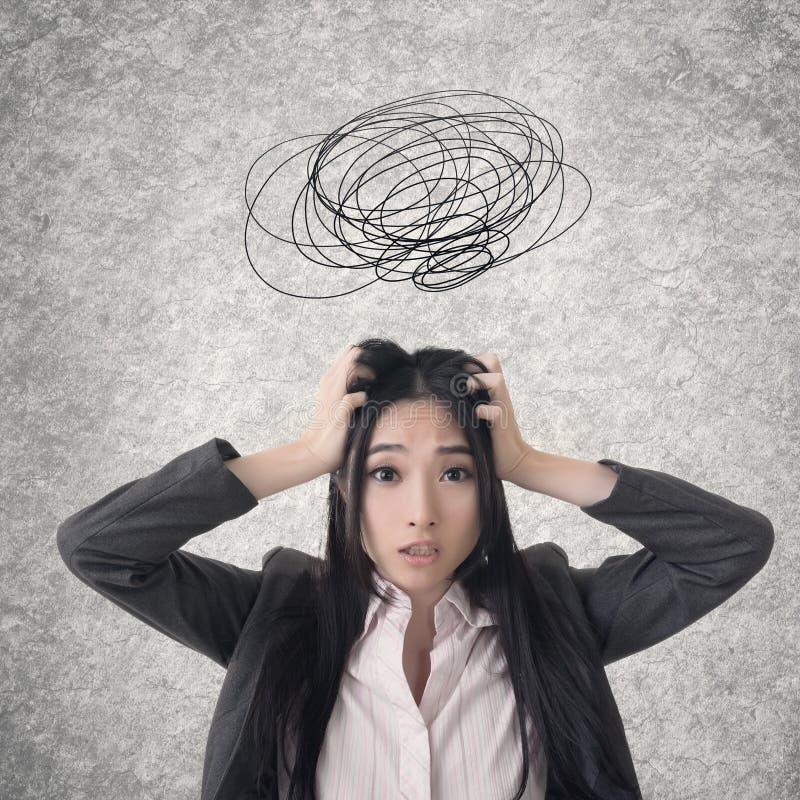 Mujer de negocios asiática confusa imágenes de archivo libres de regalías