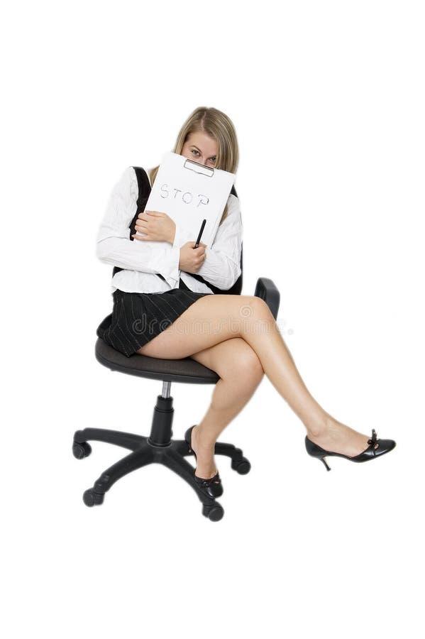 Mujer de negocios atractiva de la parada imagenes de archivo