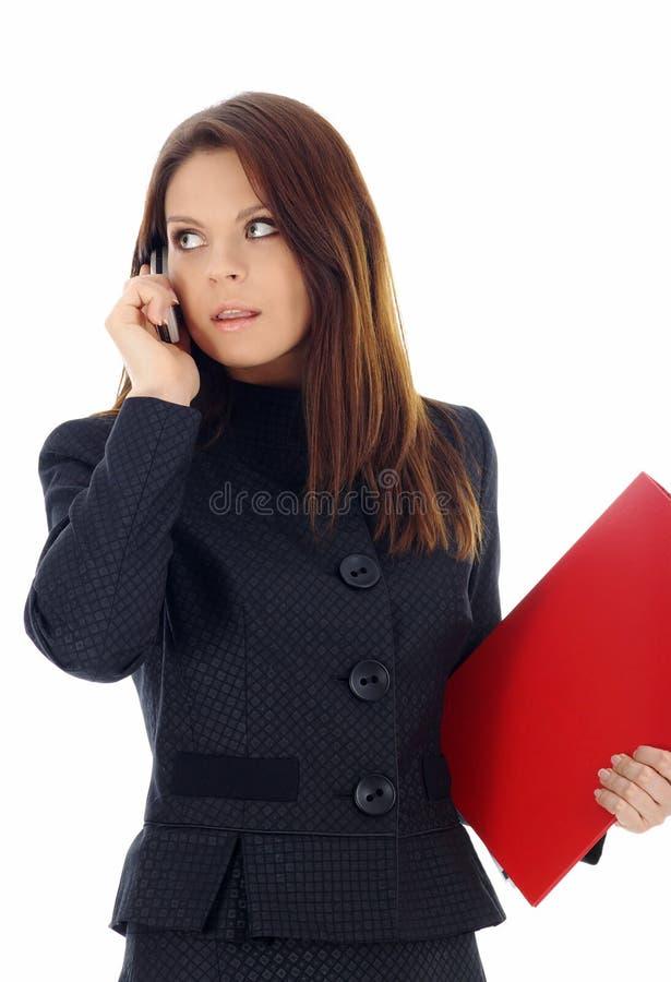 Mujer de negocios atractiva que llama por el teléfono fotos de archivo