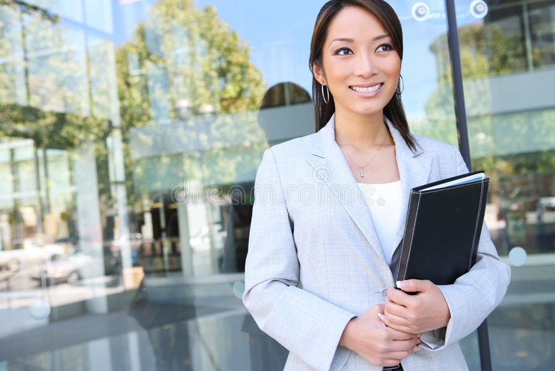 Mujer de negocios bastante asiática de los jóvenes foto de archivo libre de regalías