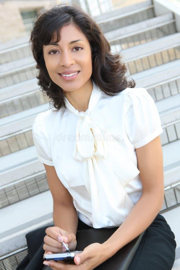 Mujer de negocios bonita del afroamericano imagen de archivo