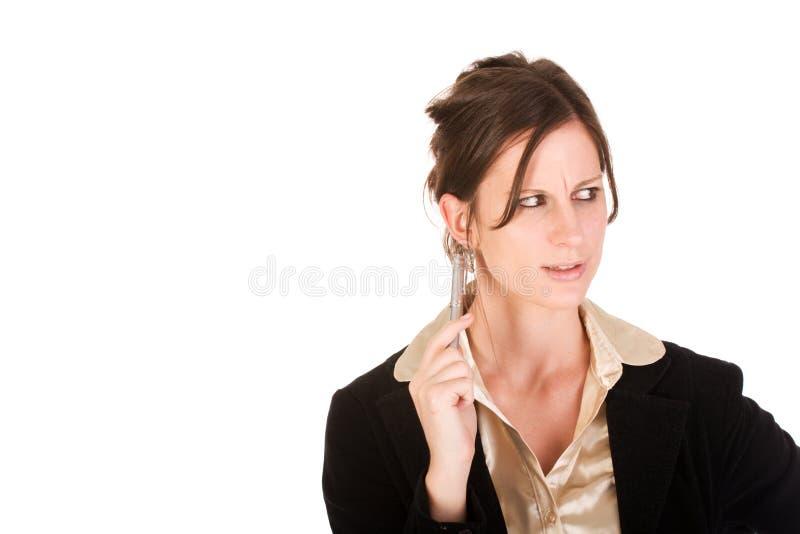 Mujer de negocios caucásica que parece molestada foto de archivo