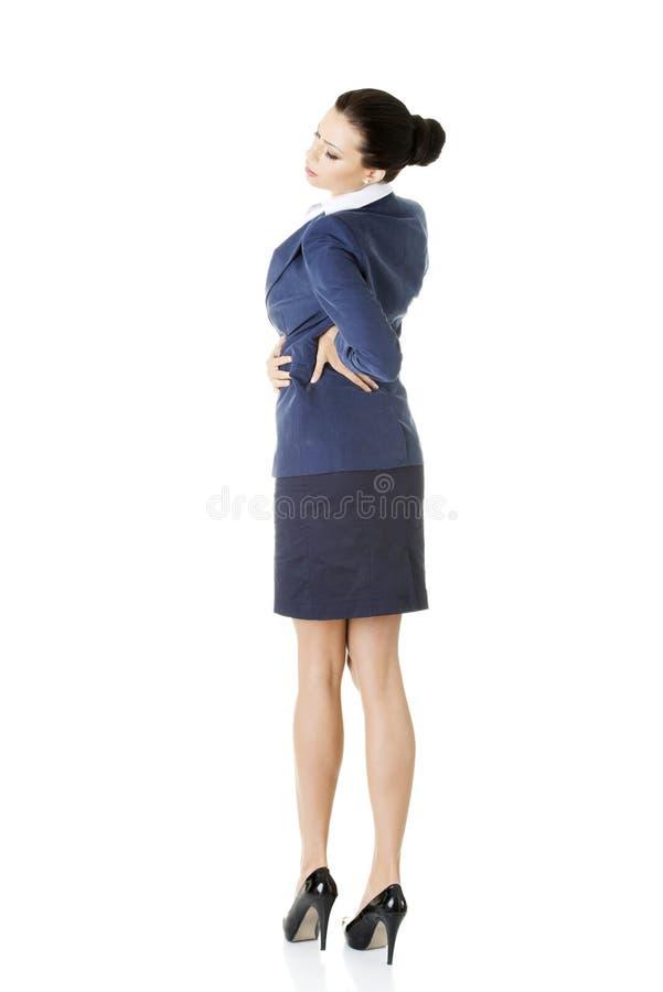 Mujer de negocios con dolor de espalda después del trabajo largo. imagen de archivo libre de regalías