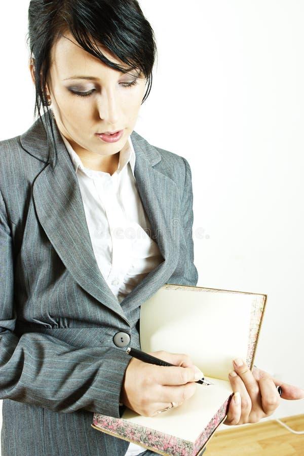 Mujer de negocios con el diario fotografía de archivo libre de regalías
