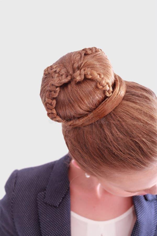 Mujer de negocios con el peinado complejo del bollo imágenes de archivo libres de regalías
