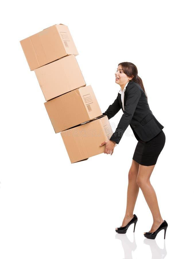 Mujer de negocios con las cajas de tarjeta imagen de archivo libre de regalías