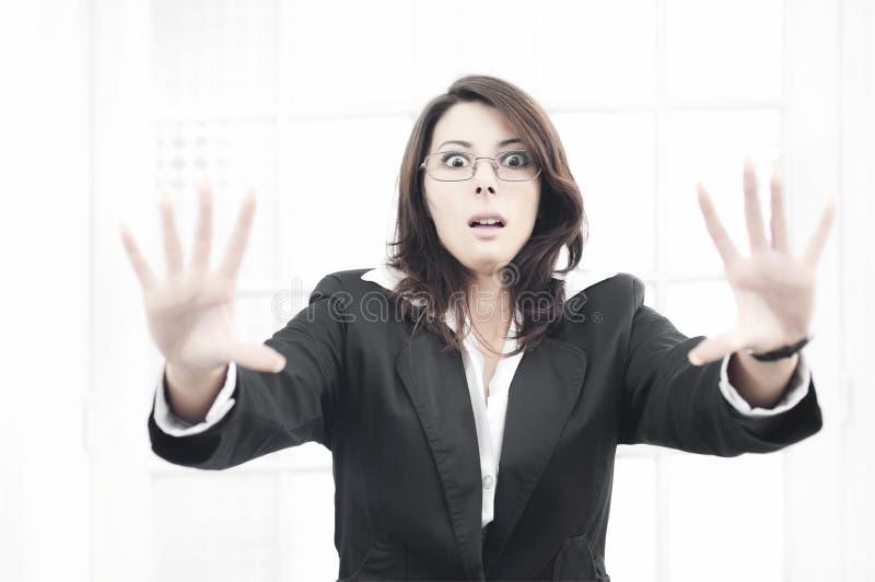Mujer de negocios dada una sacudida eléctrica fotografía de archivo