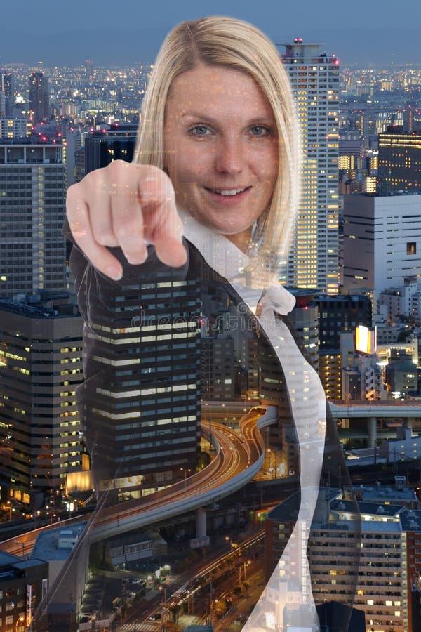 Mujer de negocios de la empresaria que elige buscando la decisión del hallazgo imagenes de archivo